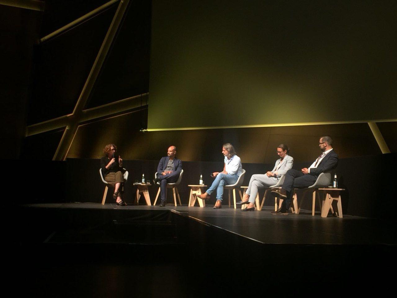 Utopie Konferenz 2018 Auditorium Bühne mit Europa-Vordenkerin Ulrike Guérot, Daniel Lang, Richard David Precht, Manuela Bojadžijev und Oliver Nachtwey.