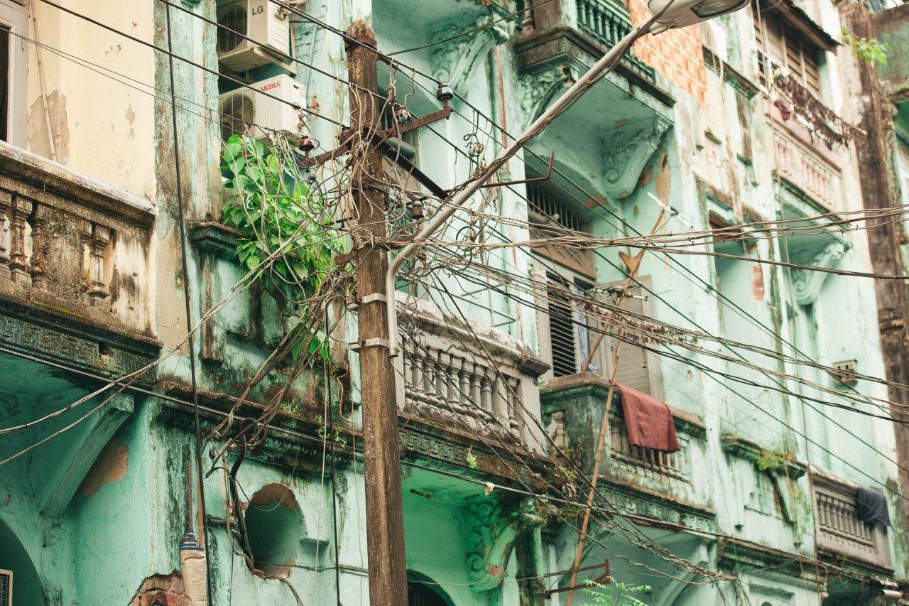 Grüne, rote Fenster Myanmar Fotostory von Redeleit und Junker