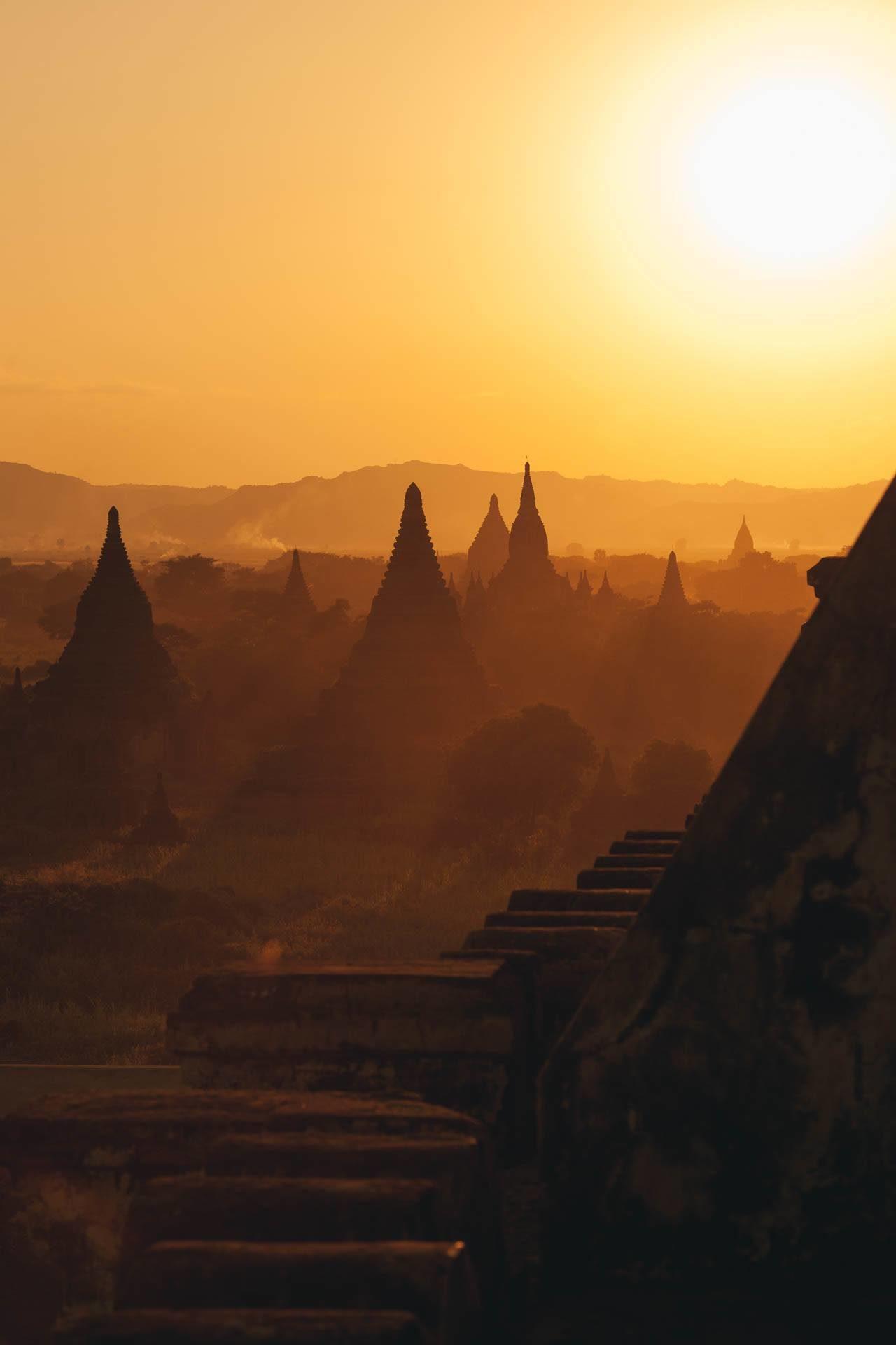 Tempelanlage Sonnenuntergang Myanmar Fotostory von Nils Junker