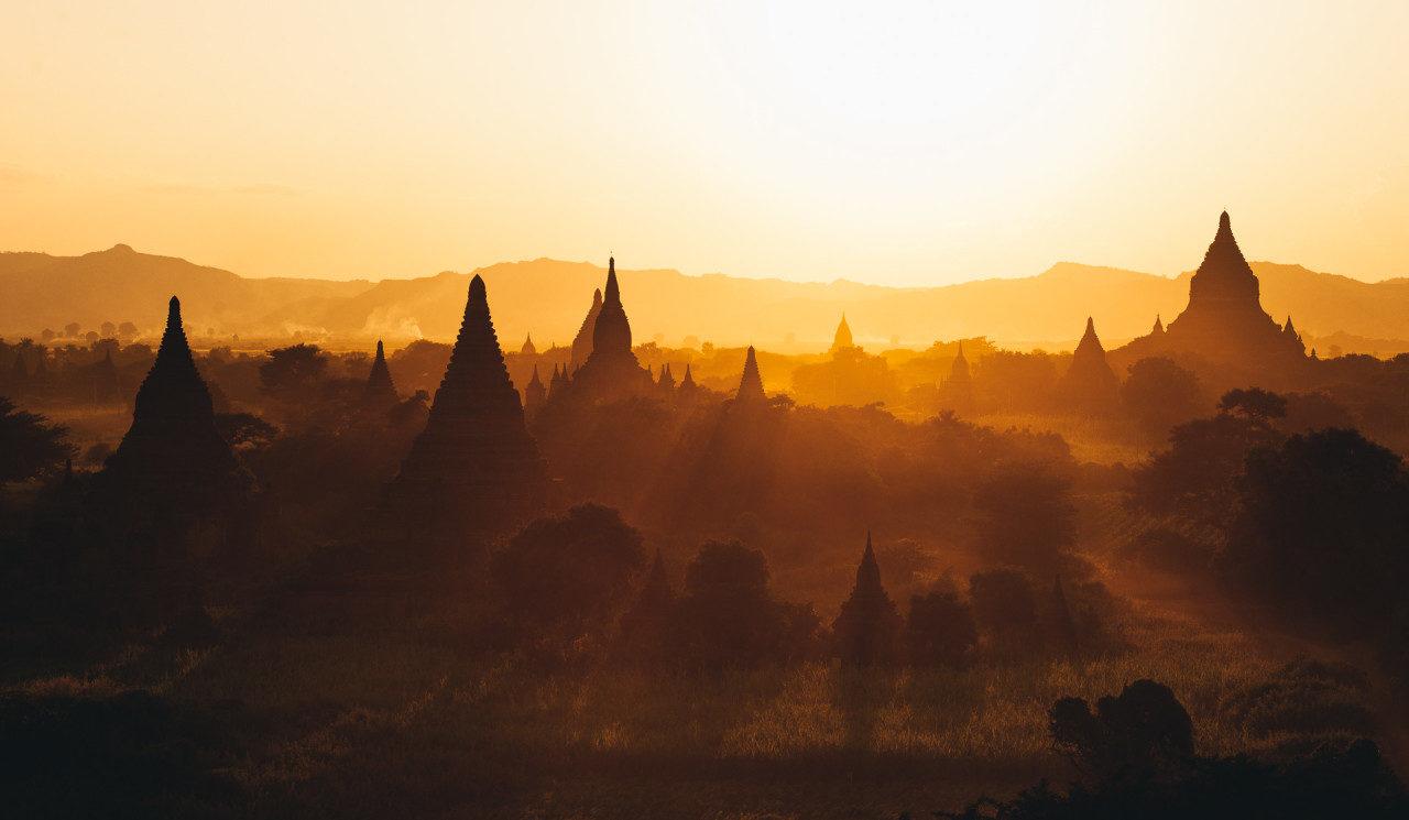 Tempel Sonnenaufgang Myanmar Fotostory von Nils Junker