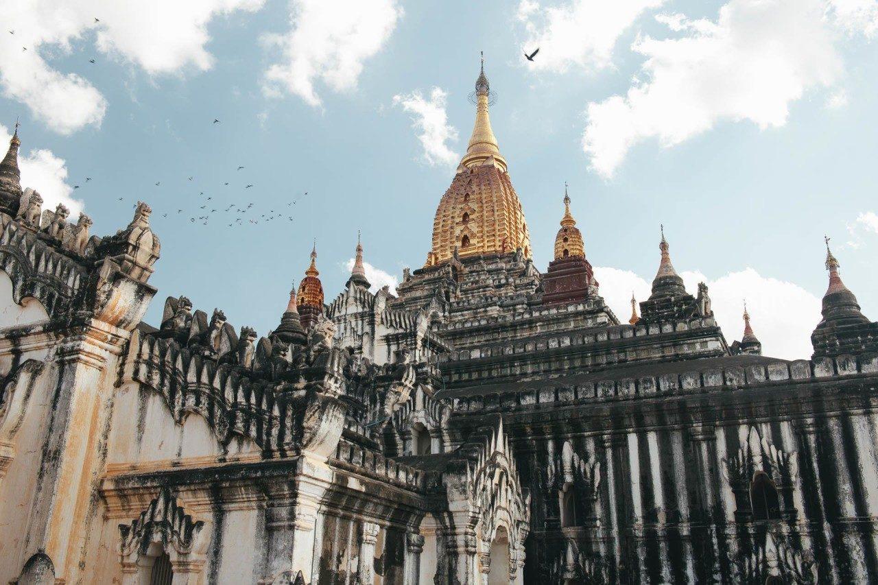 Tempelanlage Vögel Himmel Myanmar Fotostory von Redeleit und Junker
