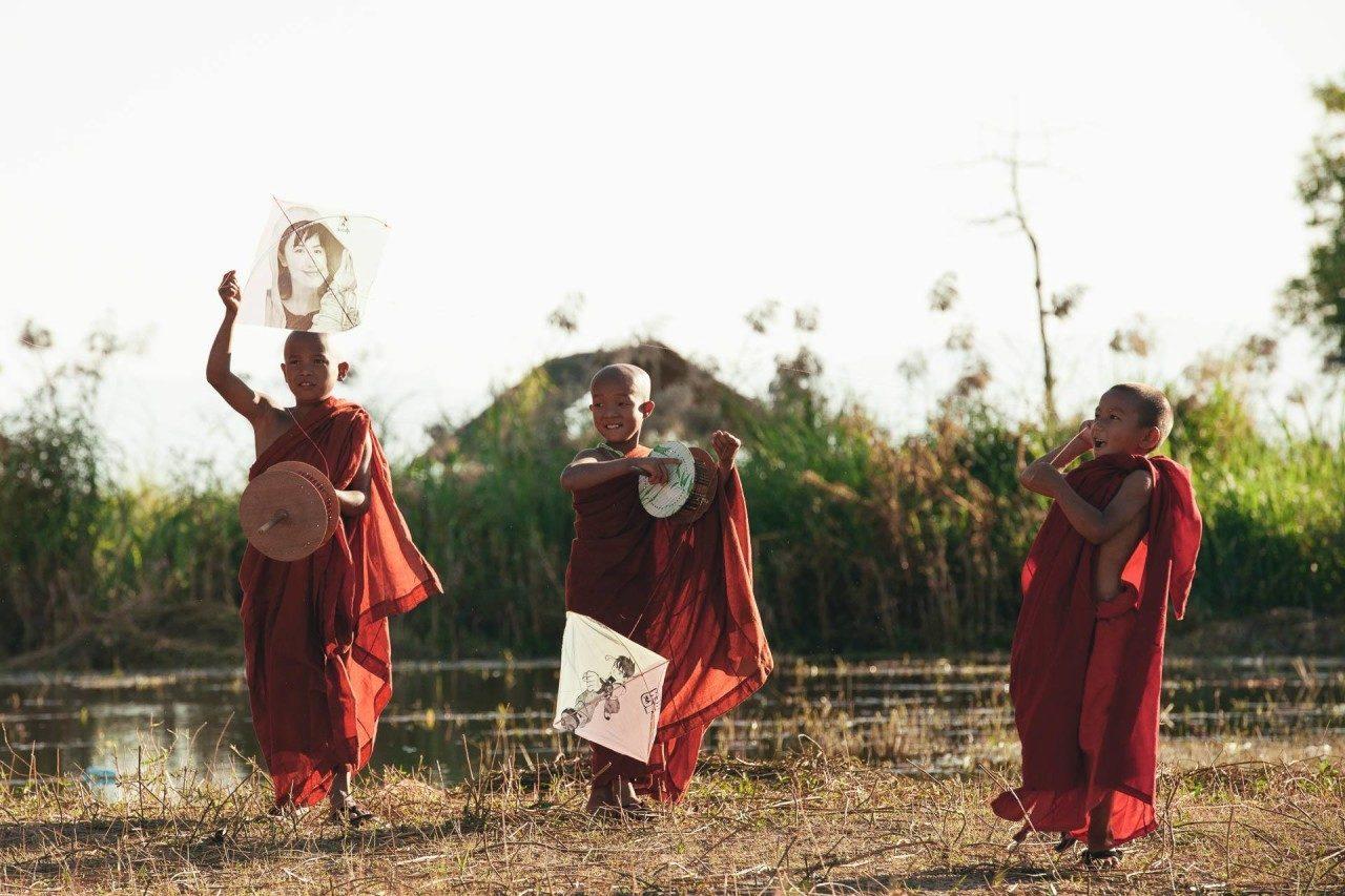 Drei Kinder Bilder Myanmar Fotostory von Redeleit und Junker