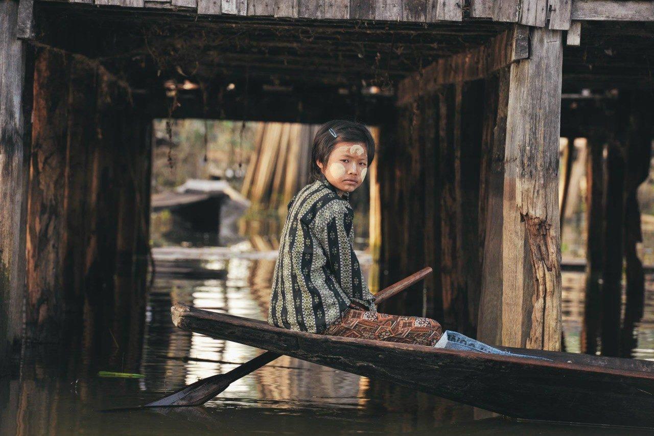 Frau Boot Myanmar Fotostory von Redeleit und Junker