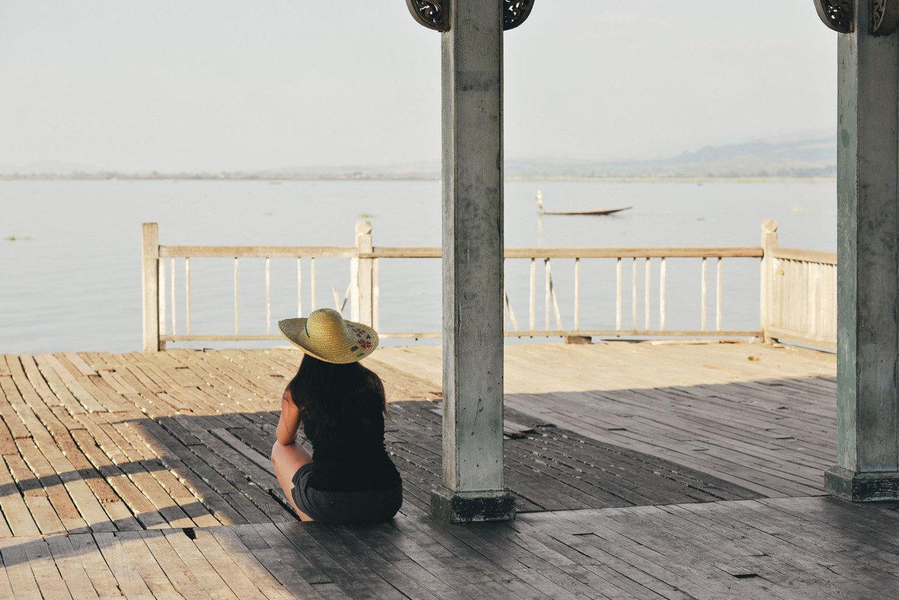 Rücken Tourist See Myanmar Fotostory von Redeleit und Junker
