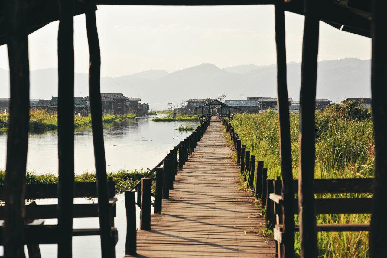 Steg Flussstadt Myanmar Fotostory von Redeleit und Junker