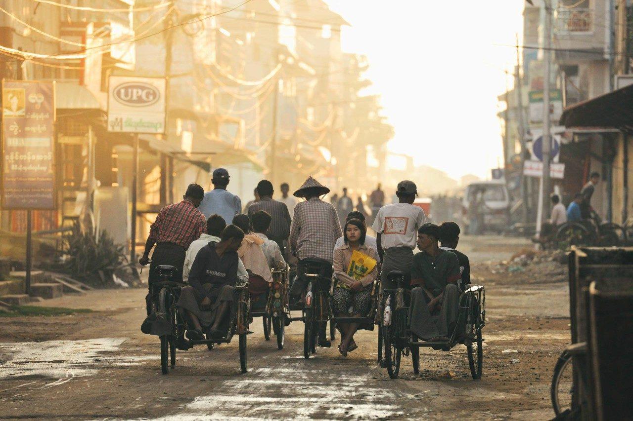 Männer und Frauen auf Fahrrädern Fotostory von Redeleit und Junker