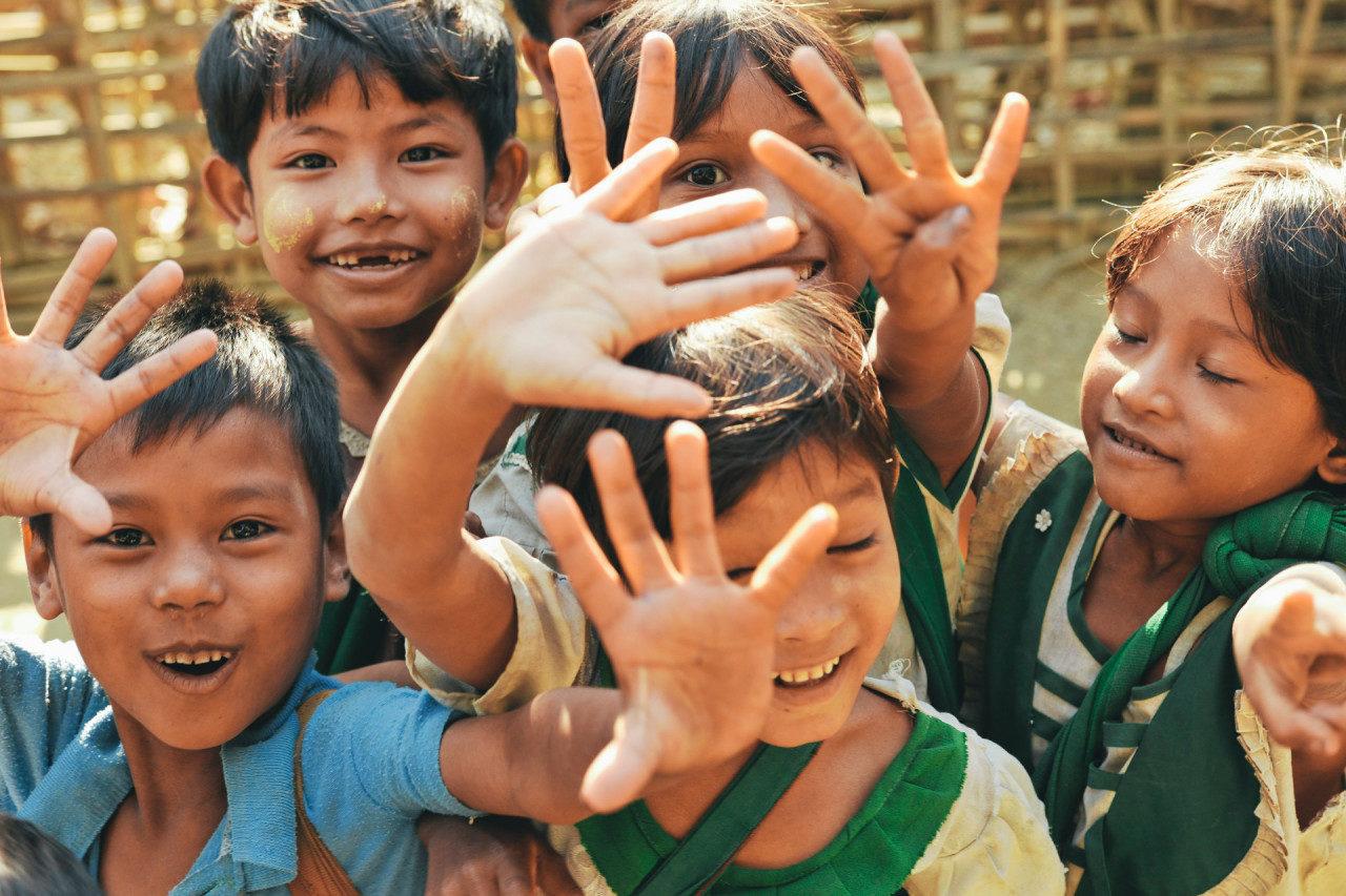 Lachende Kinder Fotostory von Redeleit und Junker