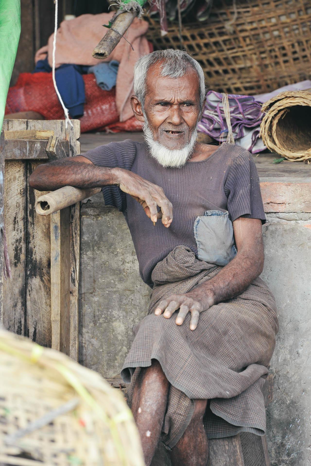 Alter Mann weißer Bart Myanmar Fotostory von Nils Junker