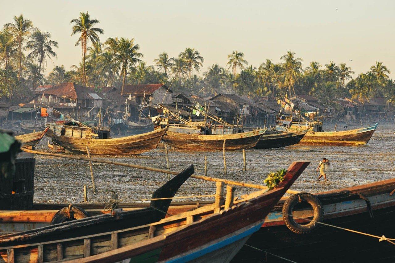 Fischerboote Strand Myanmar Fotostory von Redeleit und Junker