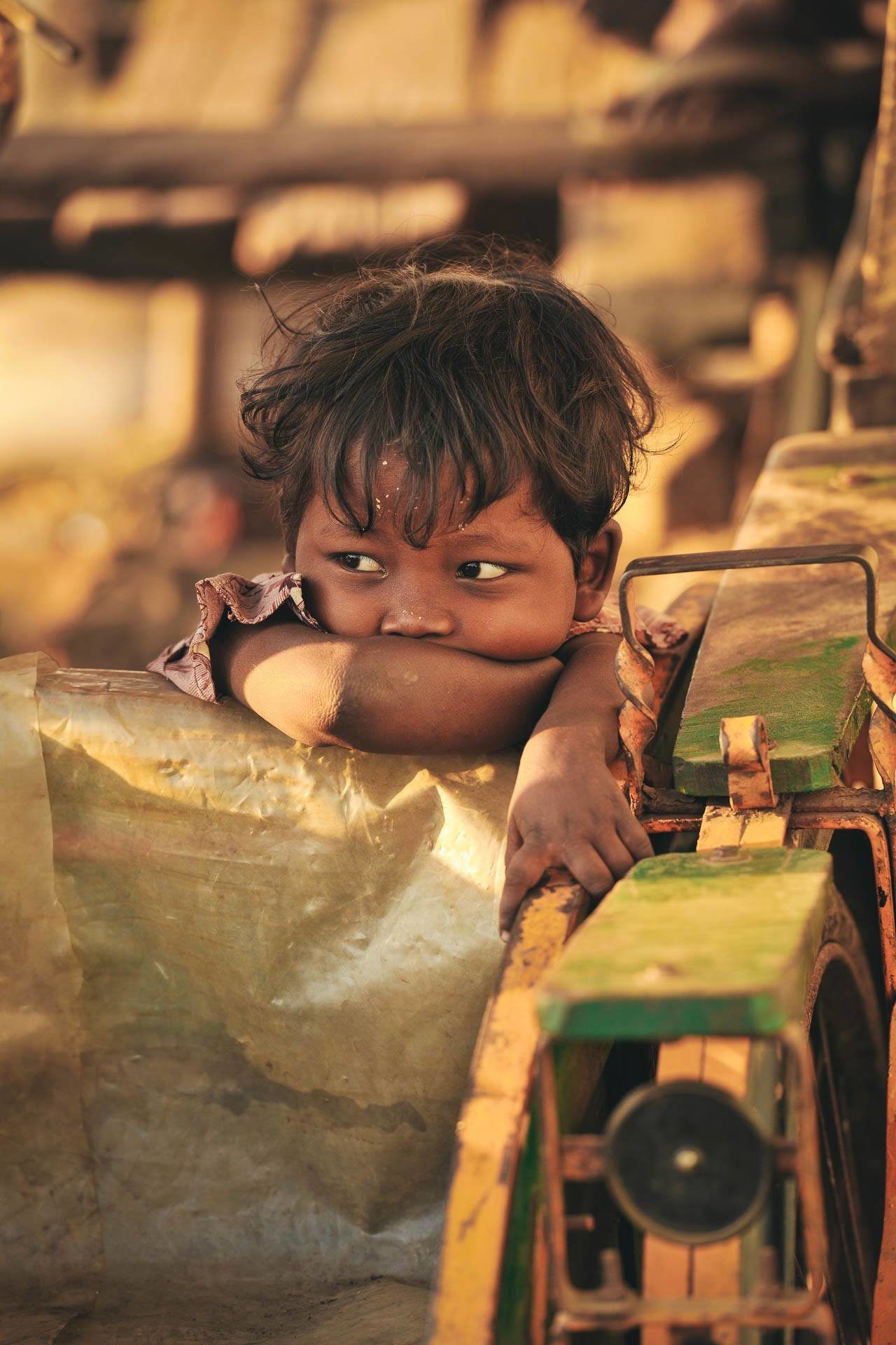 Kind ruht sich aus Fotostory von Redeleit und Junker