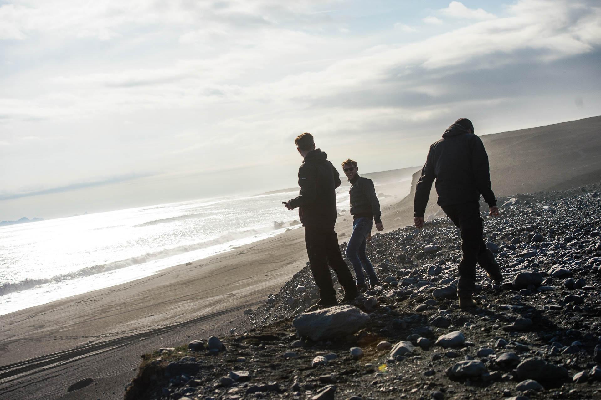 Fotostory Island von Redeleit und Junker - Atlantikküste Strand mit drei Freunden