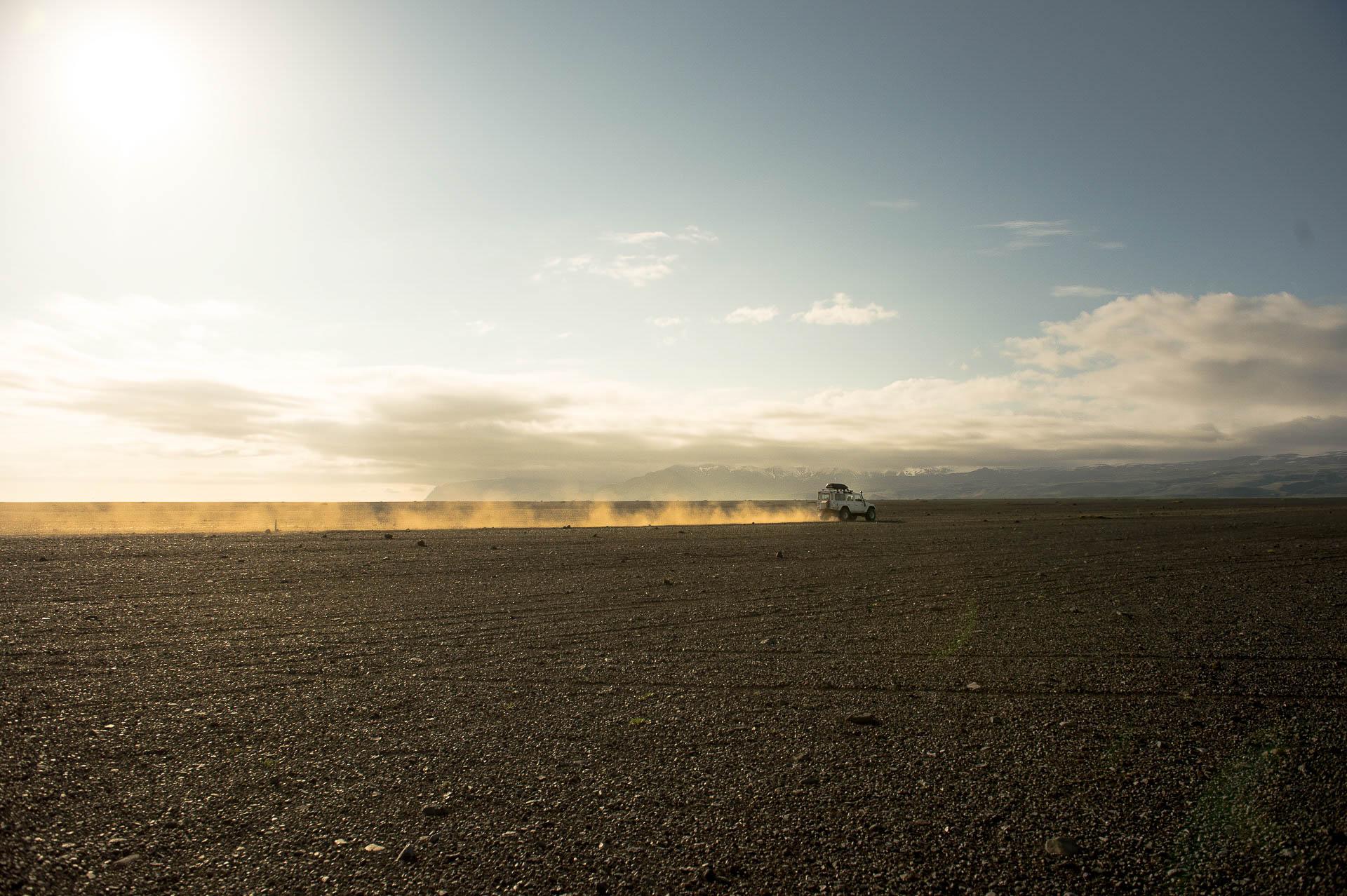 Fotostory Island von Redeleit und Junker - Mit dem Landrover über die Steinwüste in Island