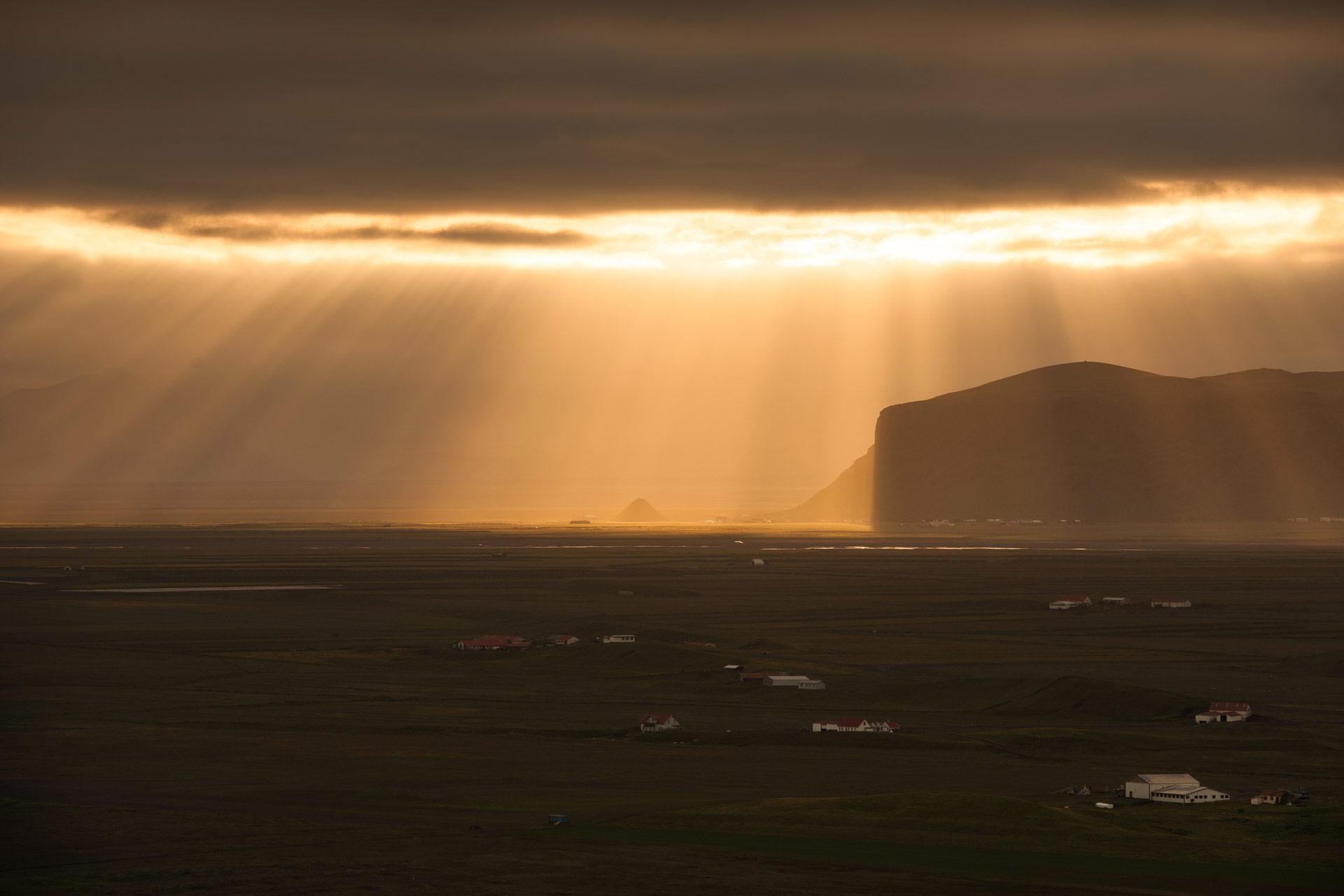 Fotostory Island von Redeleit und Junker - Sonnenuntergang im Hochplateau in Island