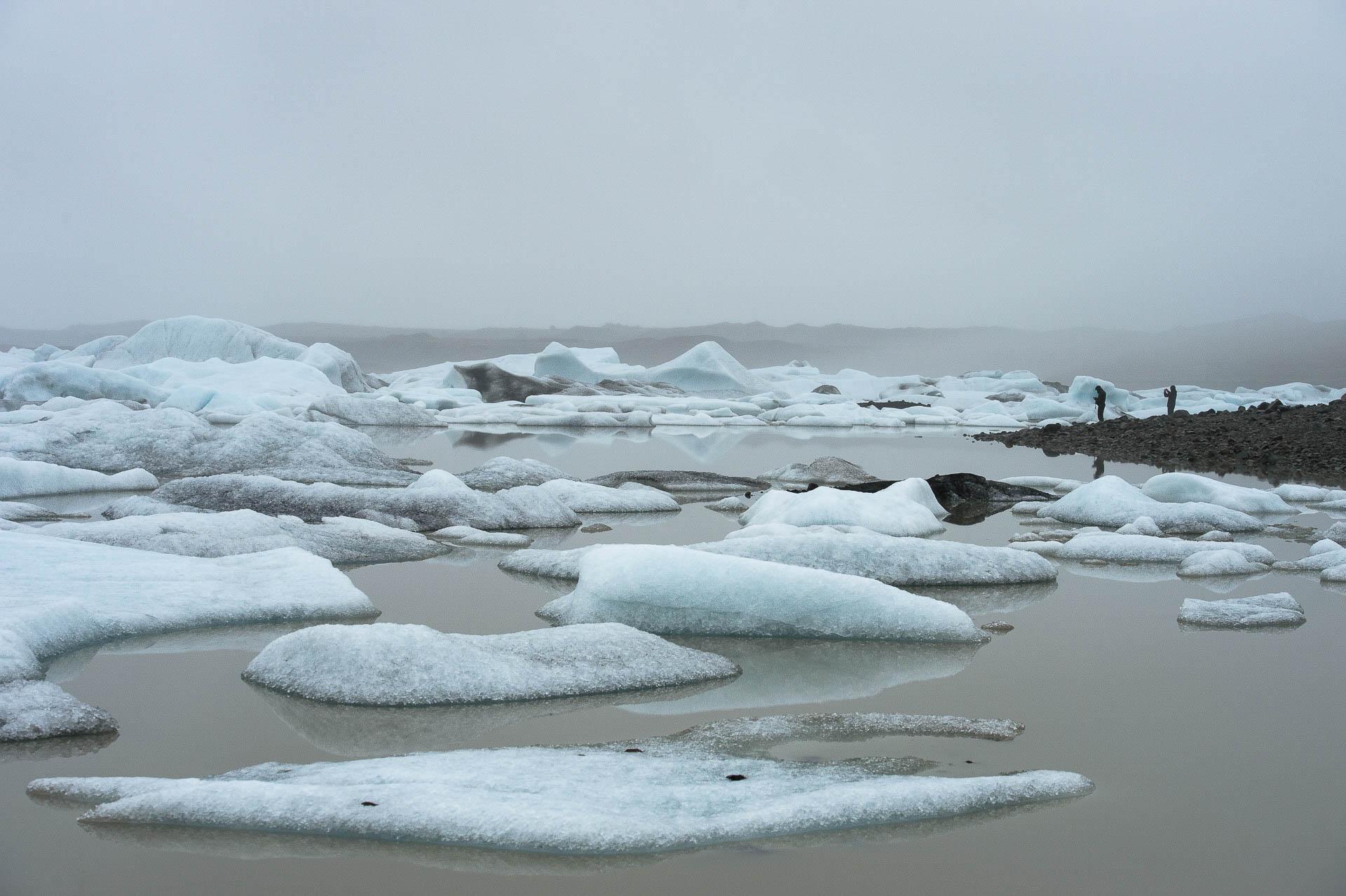 Fotostory von Redeleit und Junker mit Eindrücken aus Island - Gletschersee mit Eisschollen auf Island