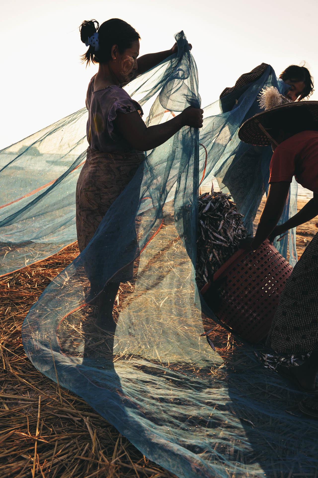 Fischnetz Fische trocknen Fotostory von Redeleit und Junker