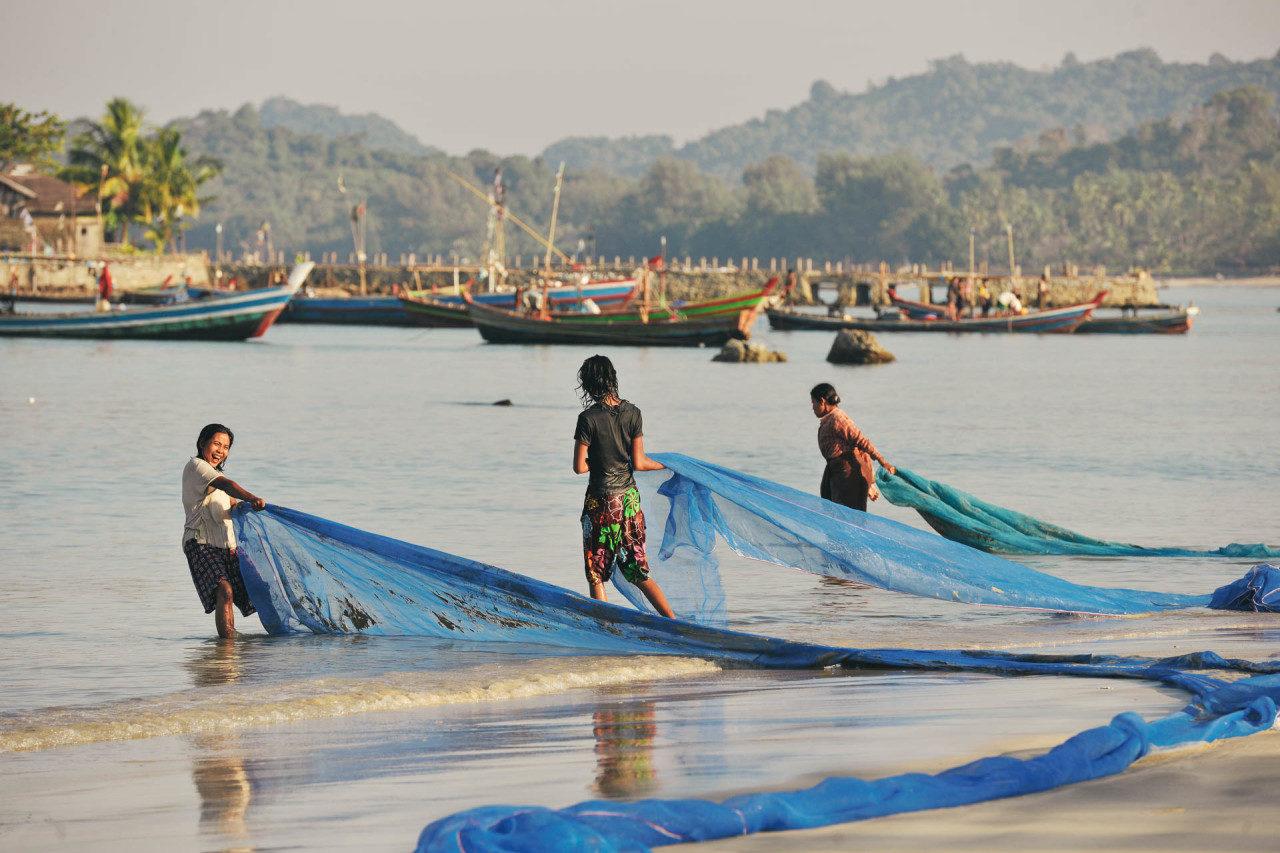 Frauen Fischenetze Fotostory von Redeleit und Junker